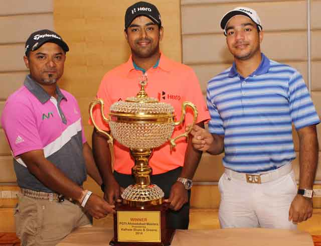 L-R;-Pro-Am-golf-players--Mr.-Rahil-Gangjee,-Mr.-Anirban-Lahiri-&-Mr.-Vikrant-Chopra-with-the-winner's-trophy-for-the-PGTI's-Ahmedabad-masters